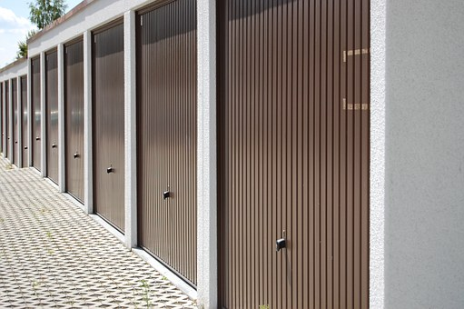 Choosing The Material For The Garage Door And Choosing Advanced Garage Door Both Are Important