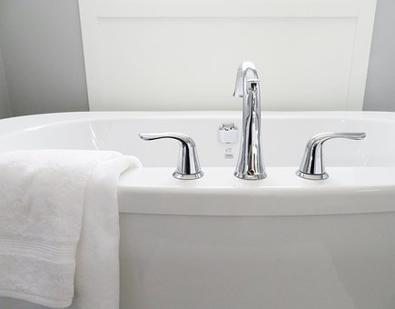 How Bath Resurfacing Can Give Your Bathroom An Appealing Look